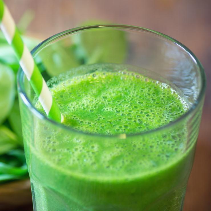 Arzi calorii toată ziua și dai burta jos dacă le bei dimineața. Patru băuturi care grăbesc metabolismul