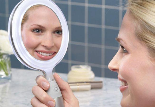 Întinerești 10 ani dacă folosești vaselină pentru tenul tău! Ridurile vor dispărea subit de pe față
