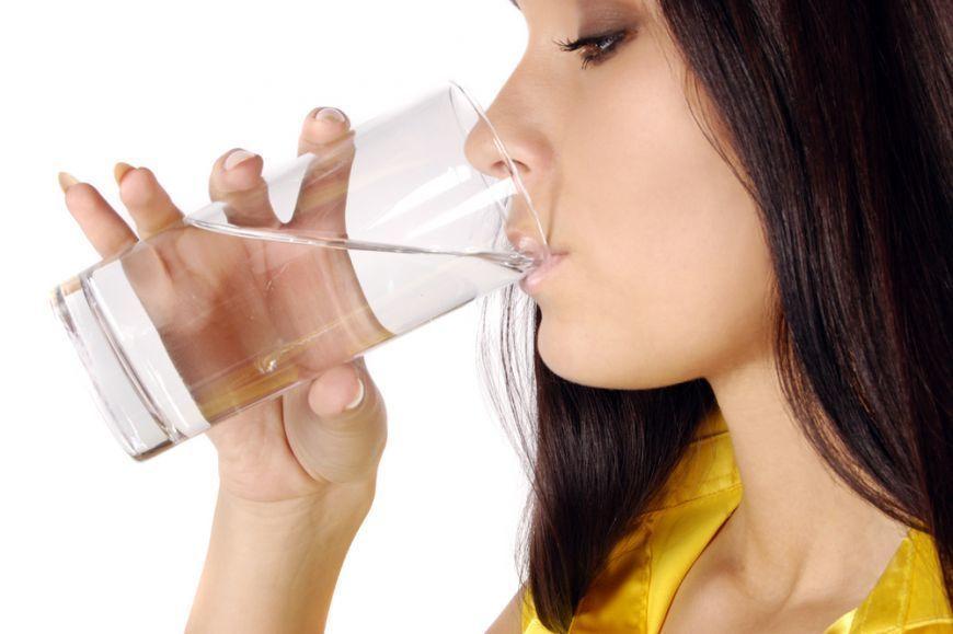 Cura drastică cu apă distilată care te vindecă de cancer! Un român a inventat-o!