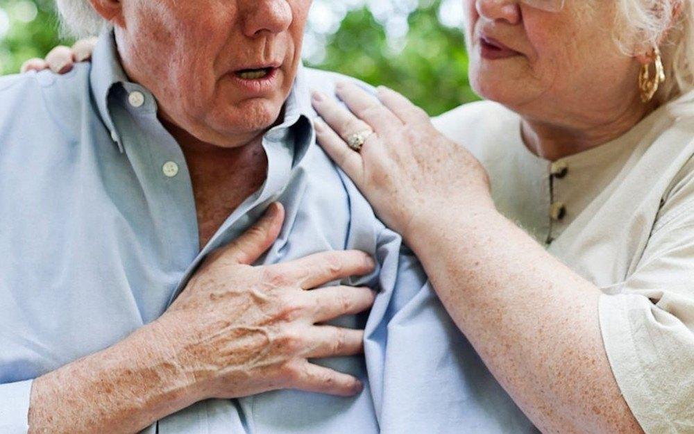 Corpul tău te avertizează cu o lună înainte că urmează să faci atac de cord! Acestea sunt semnele infarctului