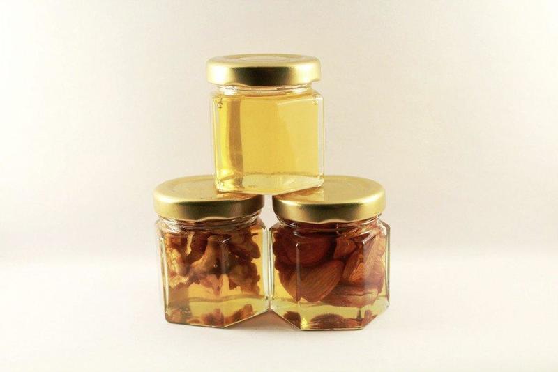 Scapă de acnee, colesterolul mărit sau nodulii tiroidieni cu amestecul din miere și nuci