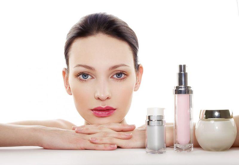 Lista cu ingredientele nocive pentru față și corp din produsele cosmetice