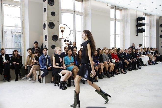 Faceți cunoștință cu oamenii, trendurile și ținutele care vor conduce lumea fashion în 2017 / VIDEO