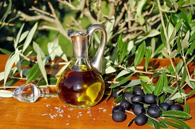 O linguriță de ulei de măsline consumată pe stomacul gol previne cancerul